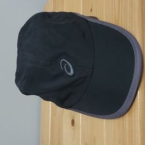 Asics black hat - one size